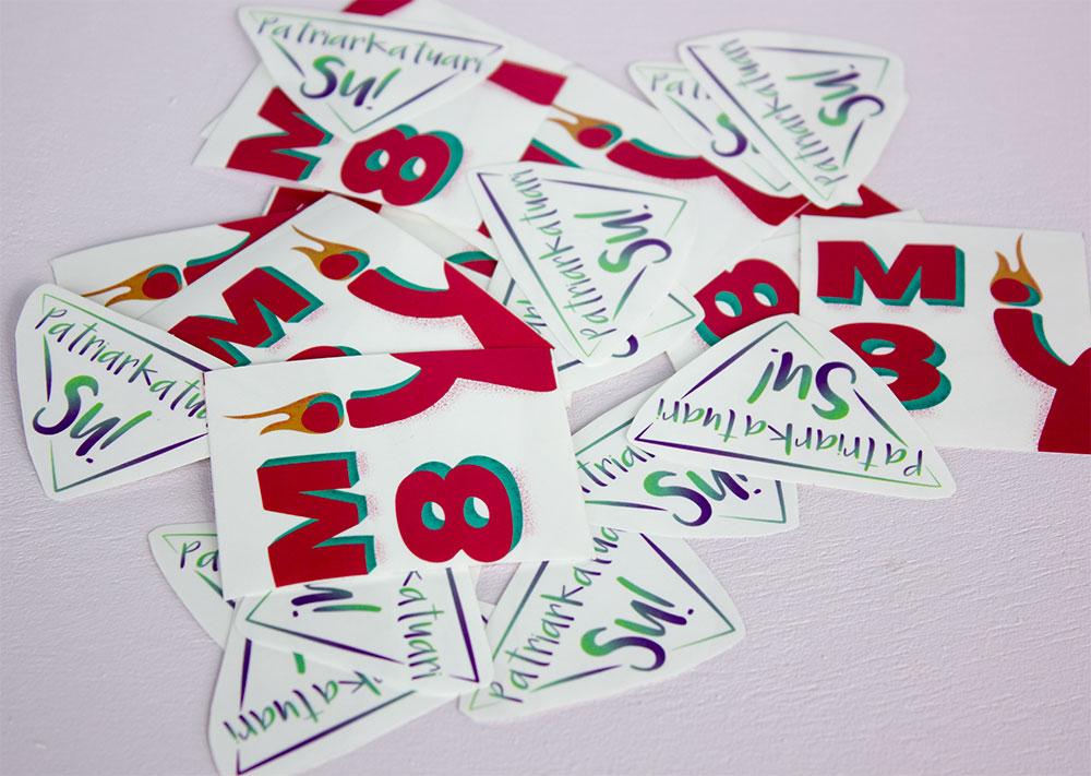 M8 kanpaina pegatinak